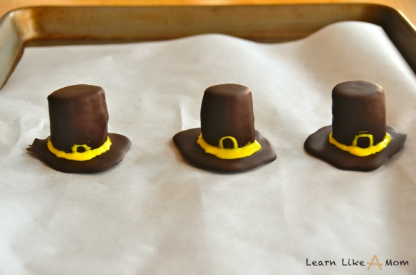 make the brim for the pilgrim hats