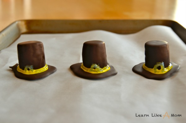 writing icing for the pilgrim hats